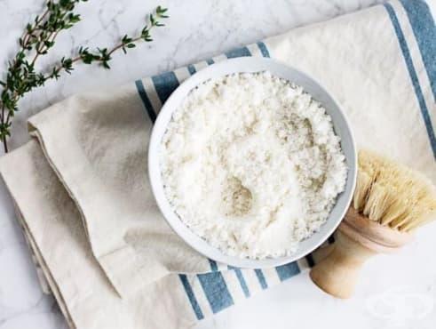 Почистете петната от ваната със сода, масло от чаено дърво и сол - изображение