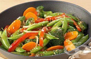 Слагайте замразените зеленчуци направо във врящото ястие - изображение