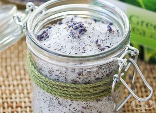 Поглезете краката си със соли за вана с лавандула и зелен чай - изображение