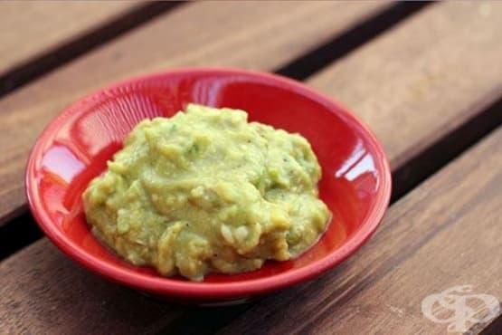 Съхранете гуакамоле соса свеж за по-дълго с вода   - изображение