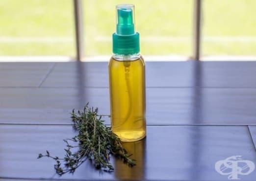 Направете си спрей от мащерка, оцет и мед за лъскава и здрава коса - изображение