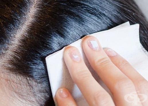 Избегнете наелектризирането на косата с помощта на мокра кърпа - изображение