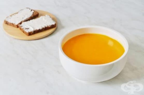 За крепко здраве яжте супа с тиква, джинджифил, кокосово мляко и подправки - изображение