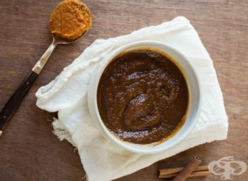 Направете си ексфолиант за лице от тиква, кафява захар и бадемово масло и канела   - изображение