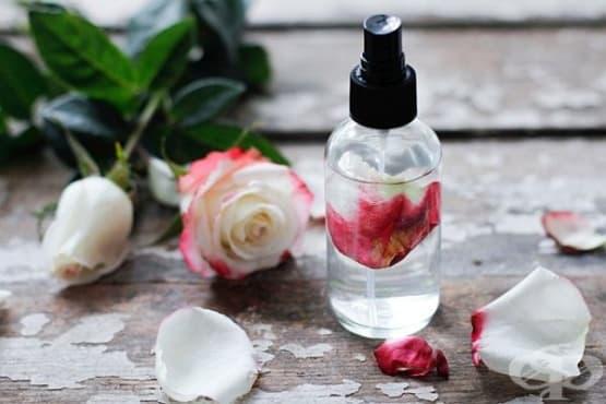Направете си хидратиращ лосион за лице от розова вода и алое вера  - изображение