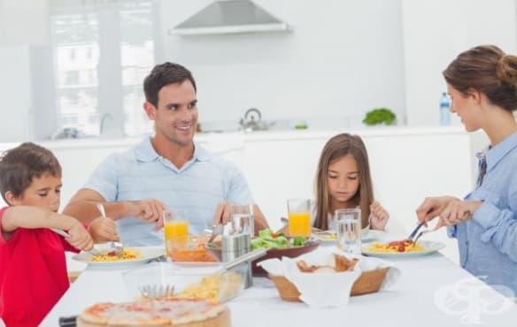 За да се хранят децата по-здравословно, вечеряйте заедно с тях - изображение