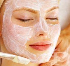 За да почистите кожата си, правете маска с хлебна мая и кислородна вода - изображение