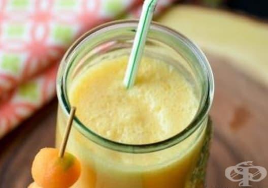 Заличете акнето с напитка от пъпеш и кокос - изображение