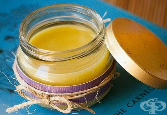 Заличете бръчките по лицето с нощен крем от зехтин, кокосово масло, пчелен восък и витамин Е - изображение