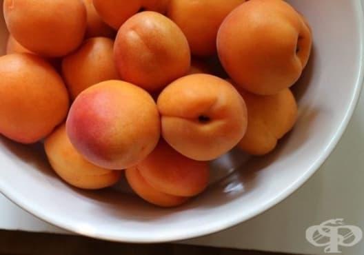 Заличете бръчките с маска от мед, мляко, кайсии и портокал - изображение