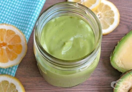 Заличете стриите с мед, лимон и авокадо - изображение