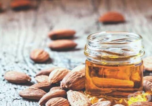Заздравете ноктите с масло от гроздови семена и бадеми - изображение