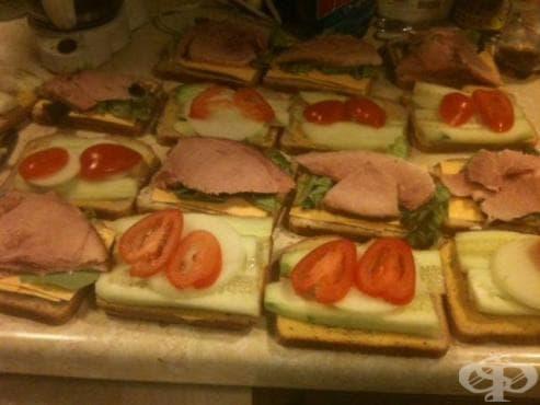 Бедните хора в САЩ и Крис, който им помага със своите сандвичи - изображение