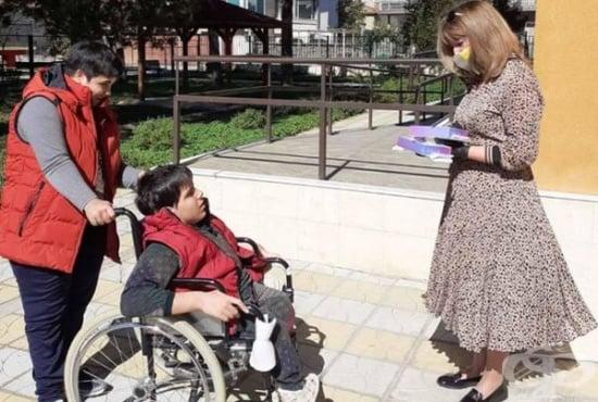 Над сто деца от ЦНСТ получиха персонални таблети за дистанционно обучение - изображение