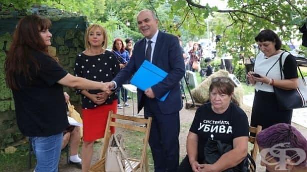 Два варианта на проектозакона за хората с увреждания представи Бисер Петков - изображение