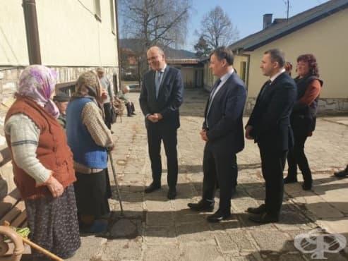 Качеството на услугите в домовете за възрастни ще става все по-добро, обеща социалният министър - изображение
