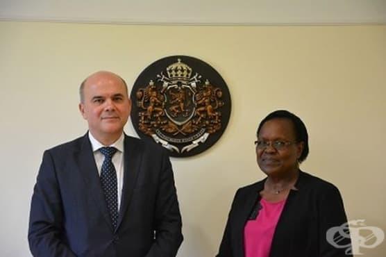 Министър Петков се срещна с новия представител на УНИЦЕФ у нас д-р Джейн Муита - изображение
