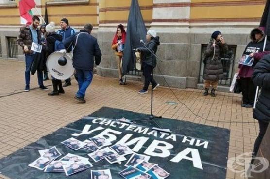 """Протестът на """"Системата ни убива"""" срещу министър Деница Сачева  - шум без революция - изображение"""