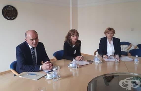 Министър Петков се срещна с родители на деца с увреждания - изображение