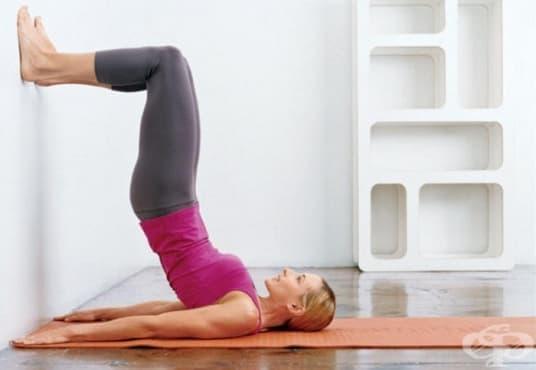 5 упражнения тонизиращи цялото тялото, за които Ви е нужна само стена - изображение