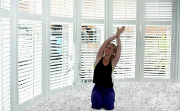 7 стречинг упражнения срещу болките в раменете - изображение