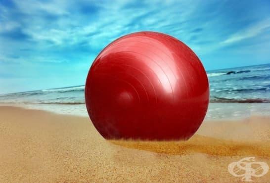 Кръгова тренировка с фитнес топка за перфектна форма - изображение