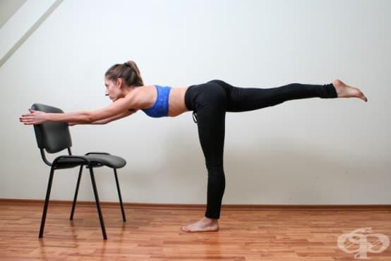 Домашна тренировка за цялото тяло, щадяща ставите, за която Ви е нужен само стол. - изображение