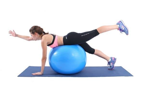 Упражнения с фитнес топка за отслабване и стягане на цялото тялото - изображение
