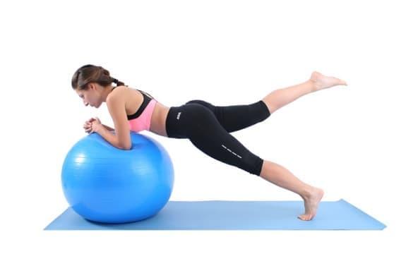 5 начина да използваме фитнес топка с цел тренировка и подобряване на здравето - изображение