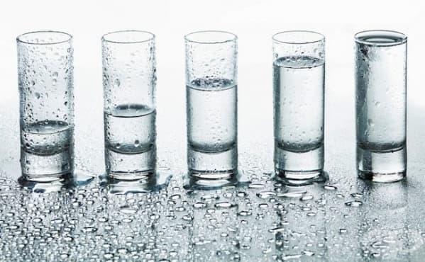 Колко точно вода трябва да пием след тренировка - изображение