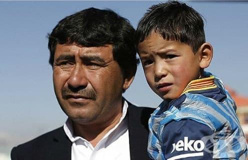 Щастливата история на най-големия фен на Лионел Меси, момчето от Афганистан с екип от найлонова торбичка има тъжни последици - изображение