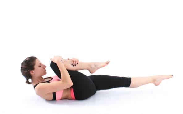 Пилатес упражнения - Стречинг на единия крак - изображение