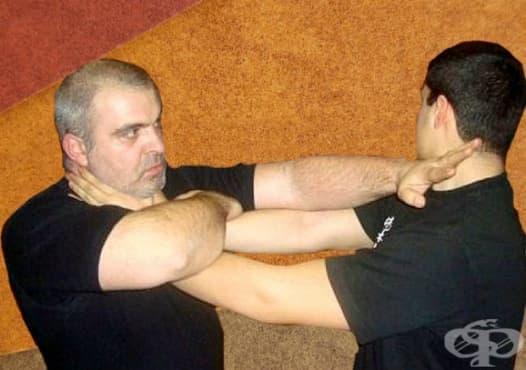 Основни техники за самозащита представят майстори по китайски бойни изкуства в Стара Загора - изображение