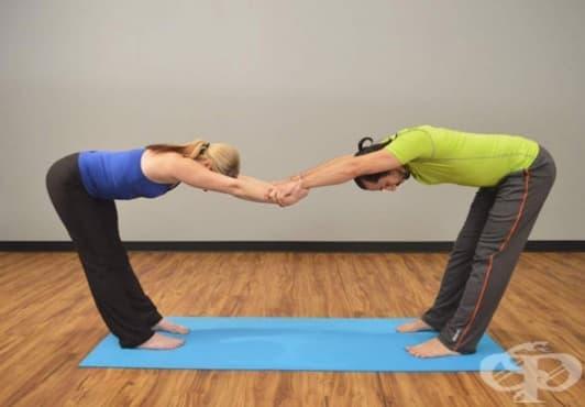 3 стречинг упражнения, които може да правите със своя партньор - изображение