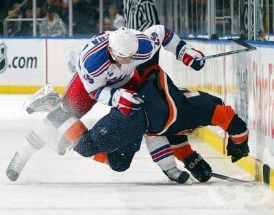 Травми при хокей на лед - изображение