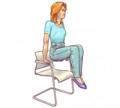 6 упражнения срещу мазнините в корема, които можете да правите на стол - изображение