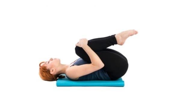 6 полезни упражнения при радикулит и ишиас, които може да направите в леглото  - изображение
