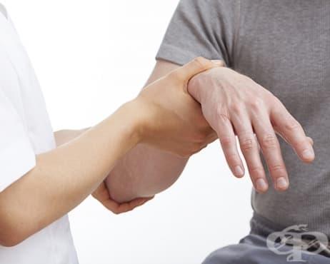 Упражнения за раздвижване след счупване на лъчевата кост на типично място - в близост до китката - изображение