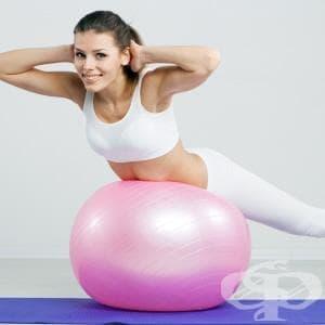 Упражнения с фитнес топка за профилактика на гръбначни изкривявания и болки в гърба - изображение