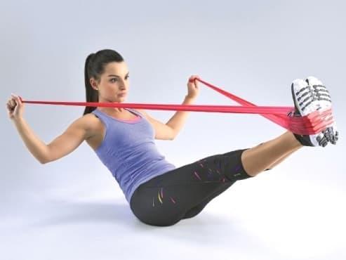 Упражнения с ластик за стягане и оформяне на тялото - изображение
