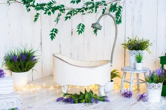 Вани с лечебни растения, билки и етерични масла - изображение